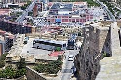 Cuenta atrás para el cierre del Castillo al coche: Alicante ultima los microbuses y la videovigilancia