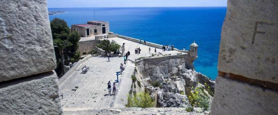 El patrimonio de Alicante: de las mejoras y el pago de entrada en el Castillo, a la inspección en el faro
