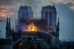 Foster niega que haya hecho una propuesta para la reconstrucción de Notre Dame (y da ideas sobre cómo podría hacerse)