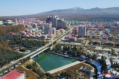 """Samjiyon es """"pornografía arquitectónica"""": la nueva ciudad de Kim Jong-un en Corea del Norte vista por los arquitectos"""