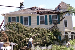 El día que un tornado convirtió a dos hermanas en expertas en desastres naturales