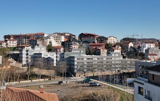 106 alojamientos para jóvenes y mayores y parque . San Sebastián . Guipúzcoa . España
