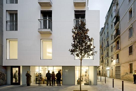 Centro para gente mayor 'Josep Trueta' y 'Centro de Barrio' . Barcelona . Barcelona . España