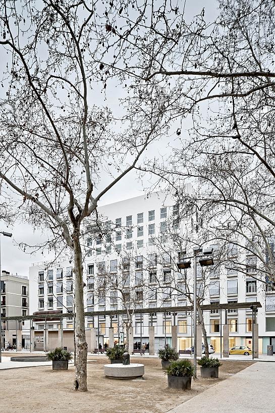 96 viviendas, 31 vpo, 5 locales y 78 plazas de aparcamiento para gente mayor . Barcelona . Barcelona . España