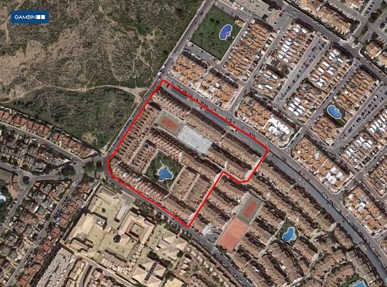 Urbanización de 135 bungalows . Arenales del Sol . Alacant . España
