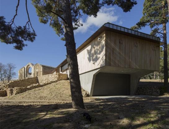 Consolidación de Templo y construcción de Estancia . Collado hermoso . Segovia . España