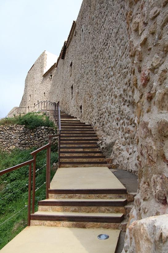 Rehabilitación antigua muralla . Castellón . España