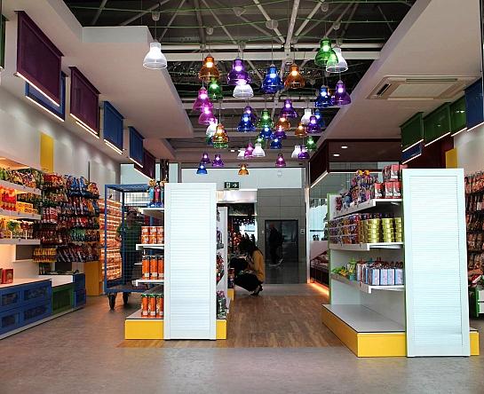 Reforma de local en aeropuerto-Tienda de golosinas . Elche . Alacant . España