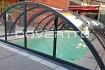 Cubierta de piscina curva con carril